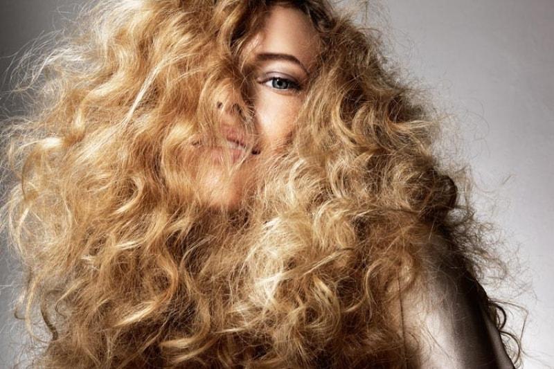 كريمات فرد الشعر المجعد